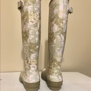 Hunter Shoes - Hunter tall boots size 8 pink camouflage
